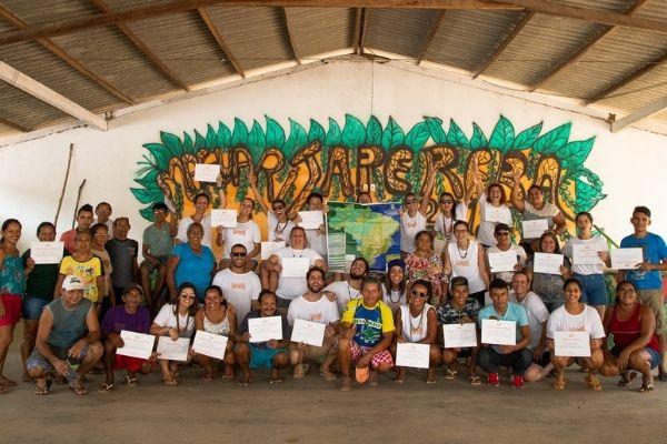 Entrega de certificados de voluntariado em expedição amazônia pela Vivalá